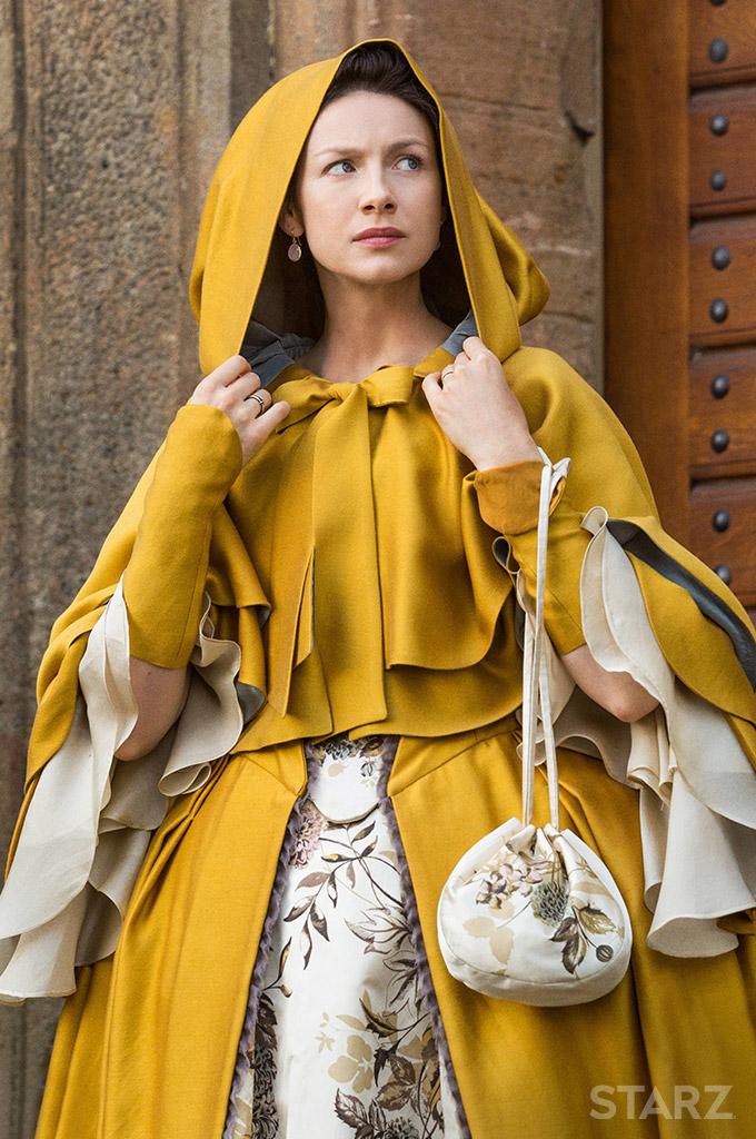 outlander-2x3-claire-cloak